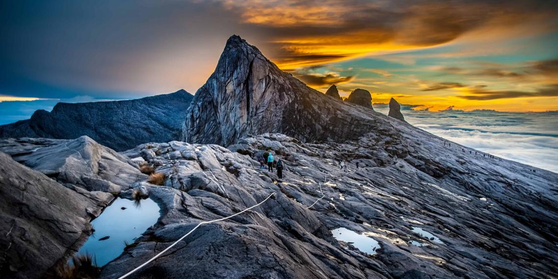 تسلق جبل كينابالو ولاية صباح