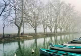 الأنشطة السياحية والطبيعية في بحيرة آنسي فرنسا شتاء
